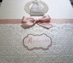 Planeje seu casamento com todo o luxo e carinho que você merece. Kit completo contendo Fichário da noiva, Agenda da noiva,  Bloquinho decorado 14x21 e  Caixa decorada. Tudo coordenado e com detalhes na cor que você escolher. Contém dicas de como escolher o buquê ideal, como escolher seu vestido,como fazer lista de convidados, época das flores,lista de sugestões para chá de cozinha,presentes,enxoval,cronograma,checklist ,espaço para informações sobre fornecedores…