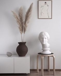 Soft minimal Livingroom dressed in Autumn Hello there dear Passion Shake readers! Jaana here. so excited to share my first monthly Home. Home Design, Interior Inspiration, Room Inspiration, Interior Design Living Room, Interior Decorating, Autumn Interior, Turbulence Deco, Style Deco, Deco Design