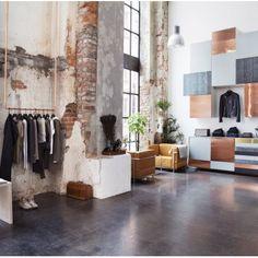 Wer meint, sich an Kupfer schon satt gesehen zu haben, sollte mal eine Reise nach Oslo unternehmen. Im zweiten Laden des norwegischen Labels Mardou & Dean wird eine ehemalige Schiffsfabrik mit ganz viel Kupfer zum High Fashion-Store.