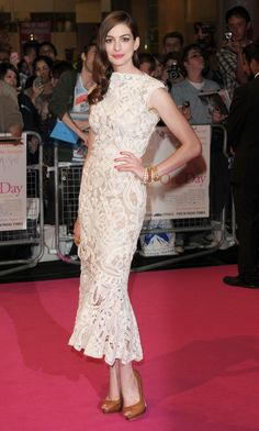 Anne Hathaway in Alexander McQueen, 2011.. I love Anne Hathaway she is so elegant