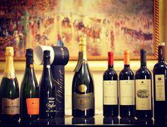 Degustamos vinhos da Casa Perini em duas ocasiões nessa semana. Adoramos. Hoje recebemos essa surpresa incrível como presente adiantado pelo aniversário do Emanuel. Ele adorou! Vamos experimentar um a um e contaremos a experiência para vocês.   Conheça www.vivaovinho.com.br e www.confrariavivaovinho.com.br  #vinho #vivaovinho #winelovers #dicasdevinhos #wine #winetasting #vinicola #winery #adega #degustação #winetips