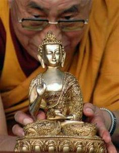 A picture worth a thousand words Gautama Buddha, Buddha Buddhism, Tibetan Buddhism, 14th Dalai Lama, Om Mani Padme Hum, Zen Meditation, Woman Painting, Dali, Amazing Photography