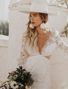 This rustic southwestern bridal look is perf for any summer boho-lovin' babe! Bohemian Wedding Inspiration, Bohemian Bride, Wedding Hats, Boho Wedding, Bella Wedding, Wedding Hijab, Perfect Wedding, Wedding Ceremony, Bouquet Wedding