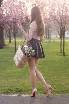 Hot Girls in Mini Skirts: Photo Women With Beautiful Legs, Beautiful Asian Girls, Sexy Legs And Heels, Dress And Heels, Sexy Jeans, Tween Fashion, Girl Fashion, Fashion Models, Sexy Outfits