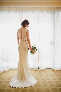 Jenny Packham wedding dress | Glamorous Vintage-Inspired Wedding in Hawaii | Photography By Sea Light Studios