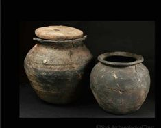 Cooking Pots Small cooking pots played an important role in food preparation in Viking-Age York. They are the most common form of pottery vessel found in excavations, surviving mostly as small broken sherds.