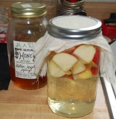 Make your own Vinegar (it's easier than you think)….going to use those crabapples going to waste in my back yard to do this. Vinegar can be used for food preservation, cleaning, sanitizing and medical purposes. Home Canning, Fermented Foods, Preserving Food, Canning Recipes, Fermentation Recipes, Diy Food, Food Hacks, Preserves, Sauces