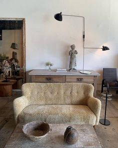 Ideas Office Seating Design Fabrics For 2019 Interior Design Inspiration, Room Inspiration, Home Living Room, Living Spaces, Interior Styling, Interior Decorating, Office Seating, Interior Exterior, My New Room