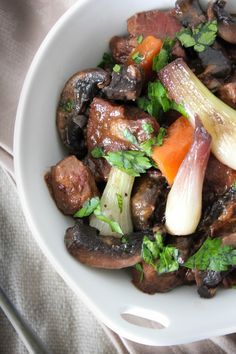 Let's enjoy another French dish, Boeuf Bourguignon, do delicious that will be a pity not to try. The name is very sophisticated (it should be since