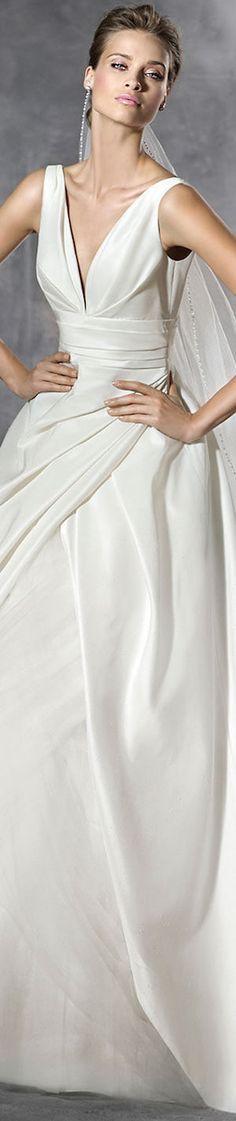 PRONOVIAS PLUS WEDDING DRESS
