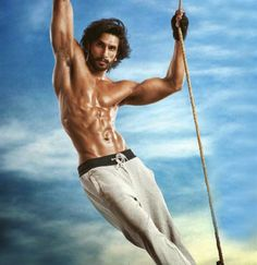Some Lesser Known Facts About Ranveer Singh Does Ranveer Singh smoke?: No Does Ranveer Singh drink alcohol?: Yes Ranveer Singh drinks alcohol Ranveer belon Hrithik Roshan Hairstyle, Indian Man, Indian Style, Ranveer Singh, Hot Actors, Bollywood Stars, Bollywood News, Good Looking Men, Films