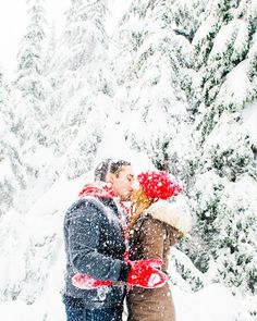 Let it snow, let it snow, let it snow! A charming wintry engagement session by http://bakephotography.com