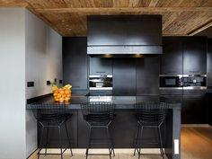 Cozinha com Mobiliário Preto
