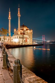 Ortakoy Mosque - Series of historical buildings in Istanbul Kauai Vacation, Dream Vacations, Turkey Photos, Istanbul Travel, Beautiful Nature Scenes, Applis Photo, Beautiful Mosques, Dubai Travel, City Aesthetic