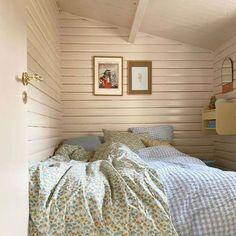 Bedroom Inspo, Home Bedroom, Bedroom Decor, Vintage Apartment, Beach Cottage Style, Room Goals, Bedroom Vintage, Interior Inspiration, Bedroom Inspiration