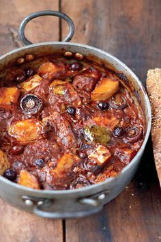 Jamie Oliver's Chicken & squash cacciatore mushrooms, tomatoes, olives, bread Jamie Oliver Chicken, Chicken Squash, Chicken Pumpkin, Cooking Recipes, Healthy Recipes, Batch Cooking, Cooking Bread, Dishes Recipes, Meat Recipes