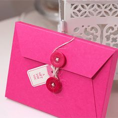 One sheet of cardstock is all you'll need to create this perfect envelope for packaging sets of cards.