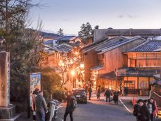 The Gion district at night in Kyoto is very lively and cheerful, I really liked it - Japan