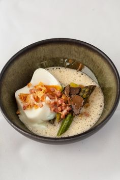 Poached egg, green asparagus, truffle sauce and onion compote Gourmet Recipes, Cooking Recipes, Healthy Recipes, Sushi Recipes, Gourmet Desserts, Gourmet Foods, My Favorite Food, Favorite Recipes, Bistro Food