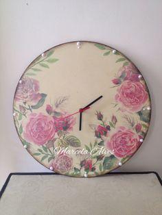 Relógio em Mdf  www.facebook.com/coisasdelaurinhaecia