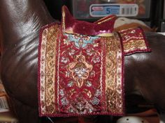 Here you see how it looks on the model. Fits better...........Keep an eye on that saddle