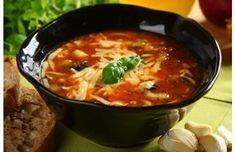 Włoska zupa minestrone - przepis z portalu Przepisy.pl Soup Recipes, Keto Recipes, Vegetarian Recipes, Cooking Recipes, Beef Noodle Soup, Italian Recipes, Food To Make, Food Photography, Food And Drink