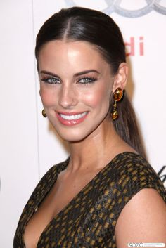 Jessica Lowndes' makeup is gorgeous!
