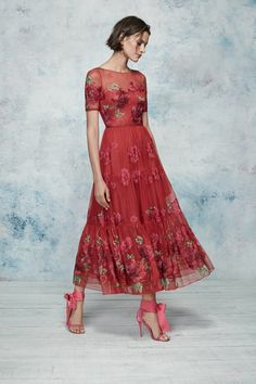 Marchesa Notte Resort 2019 collection, runway looks, beauty, models, and reviews.