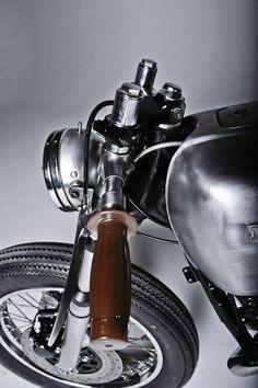 Retro Motos Honda - Pipeburn - Purveyors of Classic Motorcycles, Cafe Racers & Custom motorbikes Vintage Cafe, Vintage Bikes, Vintage Motorcycles, Custom Motorcycles, Custom Bikes, Moto Cafe, Cafe Bike, Cafe Racer Bikes, Cafe Racer Motorcycle