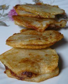 patates d'olot , típiques de la Garrotxa...http://paamboliisucre.blogspot.com.es/2011/01/patates-dolot-farcides-de-pasta-de.html