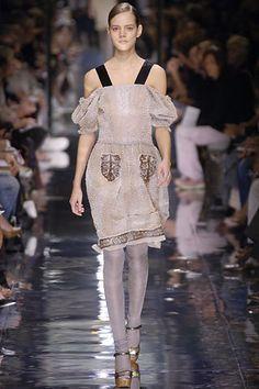 Prada Spring 2006 Ready-to-Wear Fashion Show - Sasha Pivovarova 5a6bfa1a5839