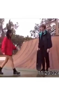 so cute :,) Skateboard Music Aesthetic, Aesthetic Movies, Couple Aesthetic, Aesthetic Images, Retro Aesthetic, Aesthetic Videos, Aesthetic Grunge, Cute Relationship Goals, Cute Relationships