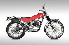 Motocicleta COTA 247,  1968.Leopoldo Milà.  Acer, alumini, cautxú, fibra de vidre i metacrilat. Col·lecció d'Arts Decoratives del Museu del Disseny de Barcelona