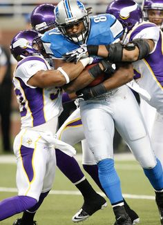 DETROIT, MI - DECEMBER 11:  Brandon Pettigrew #87 of the Detroit Lions catches a pass for a first down and is tackled by Jamarca Sanford #33 of the Minnesota Vikings during the game at Ford Field on December 11, 2011 in Detroit, Michigan. The Lions defeated the Vikings 34-28.  (Photo by Leon Halip/Getty Images)
