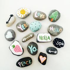 (notitle) - Home - Stone Crafts, Rock Crafts, Crafts To Make, Arts And Crafts, Rock Painting Ideas Easy, Rock Painting Designs, Paint Designs, Painted Rocks Craft, Hand Painted Rocks