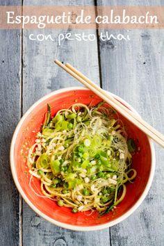 Espagueti de calabacin con pesto thai