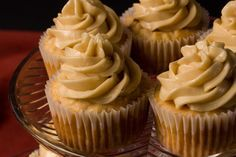 Spiced apple cupcakes & maple buttercream, definitely gonna try these this fall This intensely maple-flavored frosting complements any fall baking project. Fluffy Buttercream Frosting, Buttercream Recipe, Frosting Recipes, Cupcake Recipes, Baking Recipes, Cupcake Cakes, Dessert Recipes, Maple Frosting, Sugar Frosting
