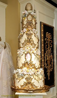 Couture Cakes' Bob Johnson creates elaborate wedding cakes with lots of detail. Beautiful Wedding Cakes, Gorgeous Cakes, Pretty Cakes, Amazing Cakes, Extravagant Wedding Cakes, White And Gold Wedding Cake, White Gold, Cupcake Cakes, Cupcakes