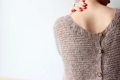 This little sweater, it is the super convenient clothing in the morning when we hesitate between a sweater or a vest! Simply because it is enough to ch … Source by juthib Gilet Mohair, Free Knitting, Knitting Patterns, Wool Vest, Pulls, Knitting Projects, Knitwear, Chiffon, Pullover