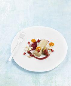 Canelón de foie gras con caqui, granada y salsa especiada – Delicooks | Good Food Good Life