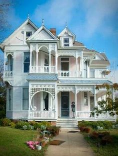 Love the Gingerbread trim & the pink and white paint!