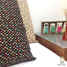 Que tal decorar o quarto com fronhas de poás? :)