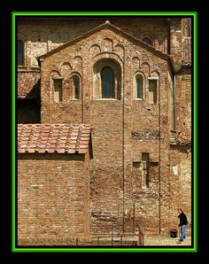 Romanesque | Church in Lomello, Italy Romanesque Architecture, Northern Italy, Built Environment, 12th Century, Vaulting, Terra, Sicily, Denmark, Places To Visit