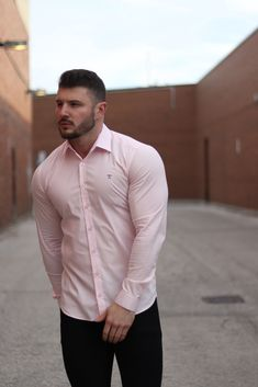 Our Pink Tapered Fit shirt helps show off your physique whilst still achieving a comfortable, tailored fit. The perfect shirt to showcase your muscle. Baggy Shirts, Cool Shirts, Ripped Men, Workout Challenge, Workout Shirts, Physique, Hot Guys, Fitness Models, Mens Fashion