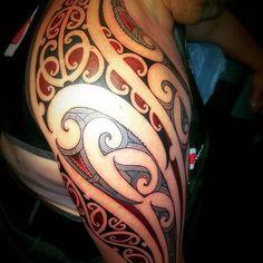Samoan Tattoo, Polynesian Tattoos, Leg Tattoos, Cool Tattoos, Maori Patterns, Scale Tattoo, Realistic Pencil Drawings, Type Tattoo, Tiki Art