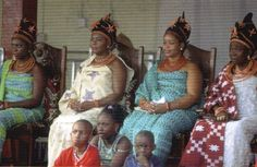 The four wives of Oba Erediauwa during a palace festival. Only the queen who bears the first male child will become the Iyoba, Queen of Mother of Benin. Therefore she is the woman most often represented in court art. African History, Women In History, Black History, African Art, African States, African Countries, African Dictators, French West Africa, Aboriginal History