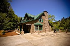 Stoney River Lodge - Exterior #cabin #rental #vacation #Blue #Ridge #vacation #mountains #brick #lodge