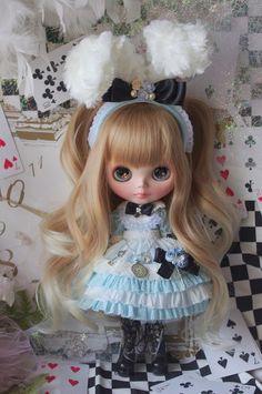 Custom Blythe Dolls: Anfisa Custom Blythe Alice (in Wonderland) - A Rinkya Blog