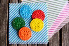 Estéfi Machado: Giz de cera reaproveitado! * biscoito de colorir