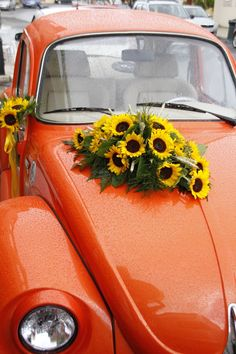 Vintage wedding car decoration with sunflowers
